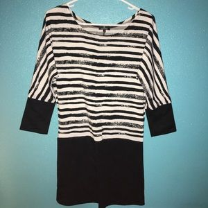 Beautiful CHANEL top W/ 3/4 length sleeves SZ: L